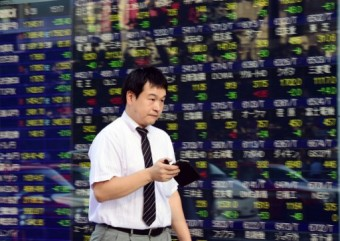 Asian markets chase record Wall St close on hopes for US stimulus