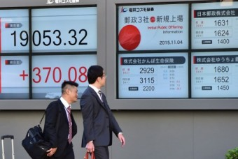 Tokyo stocks close lower as strong yen weighs on sentiment