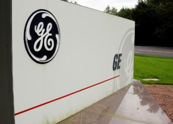 GE reports steep loss, faces US probe on accounting