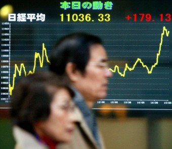 Tokyo stocks close higher helped by cheaper yen